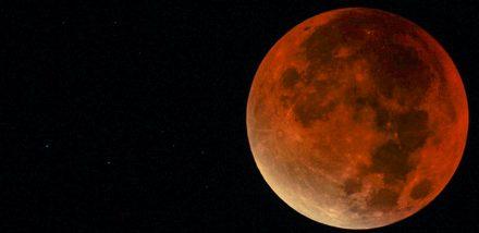La Lune s'éclipse
